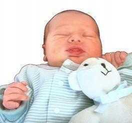 """奶粉宝宝吃不饱的症状 暗示他需要""""母乳奶粉""""混合喂"""