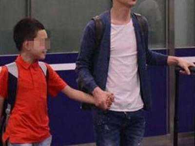何炅老婆孩子照片 与王菁结婚8年儿子11岁首次曝光