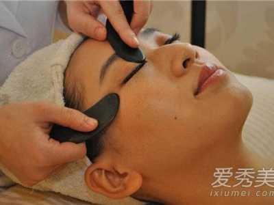 刮痧板刮脸排毒图解 刮痧板刮脸有什么好处